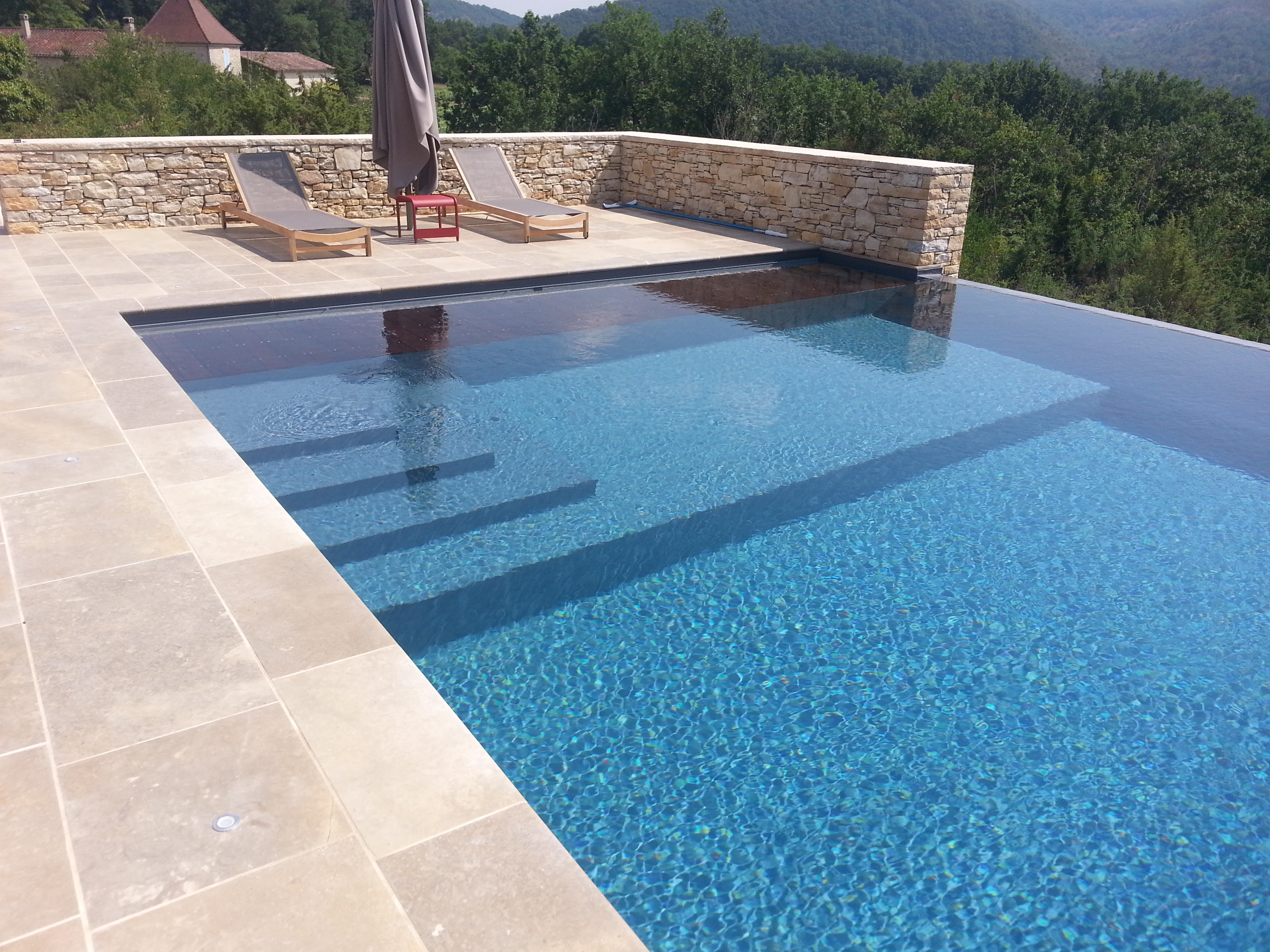 Constructeur de piscine d bordement en haute garonne for Piscine everblue